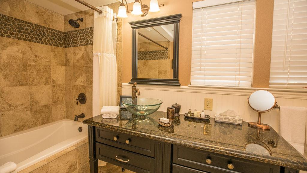 Inn at Mavericks Guestroom Bathroom With Large Soaking Tub