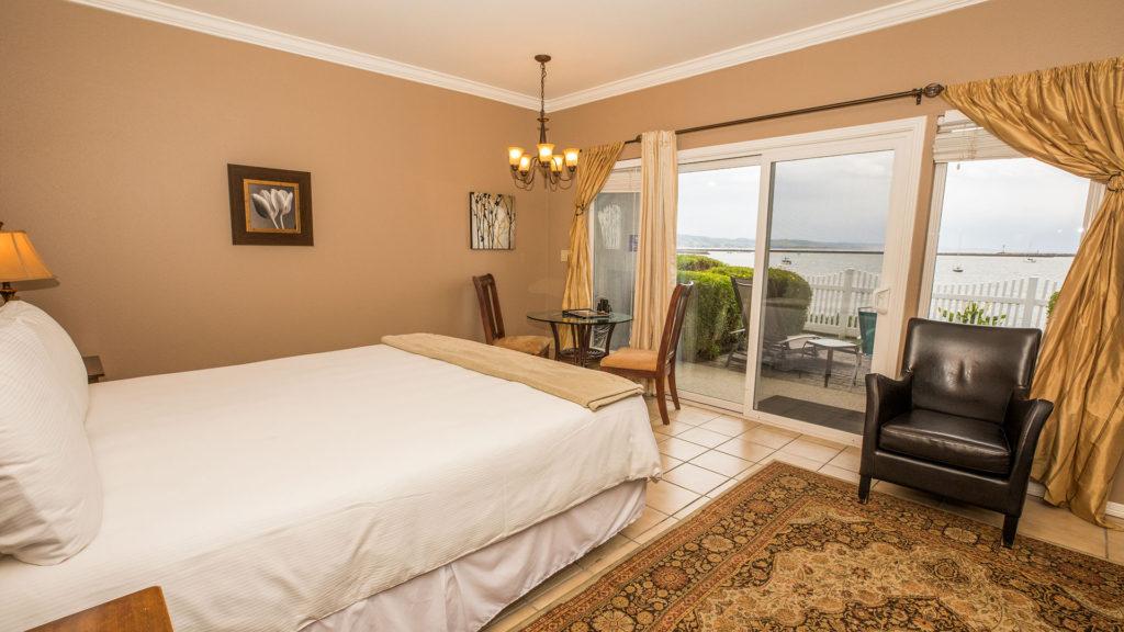 Inn at Mavericks Flat Rock Guestroom