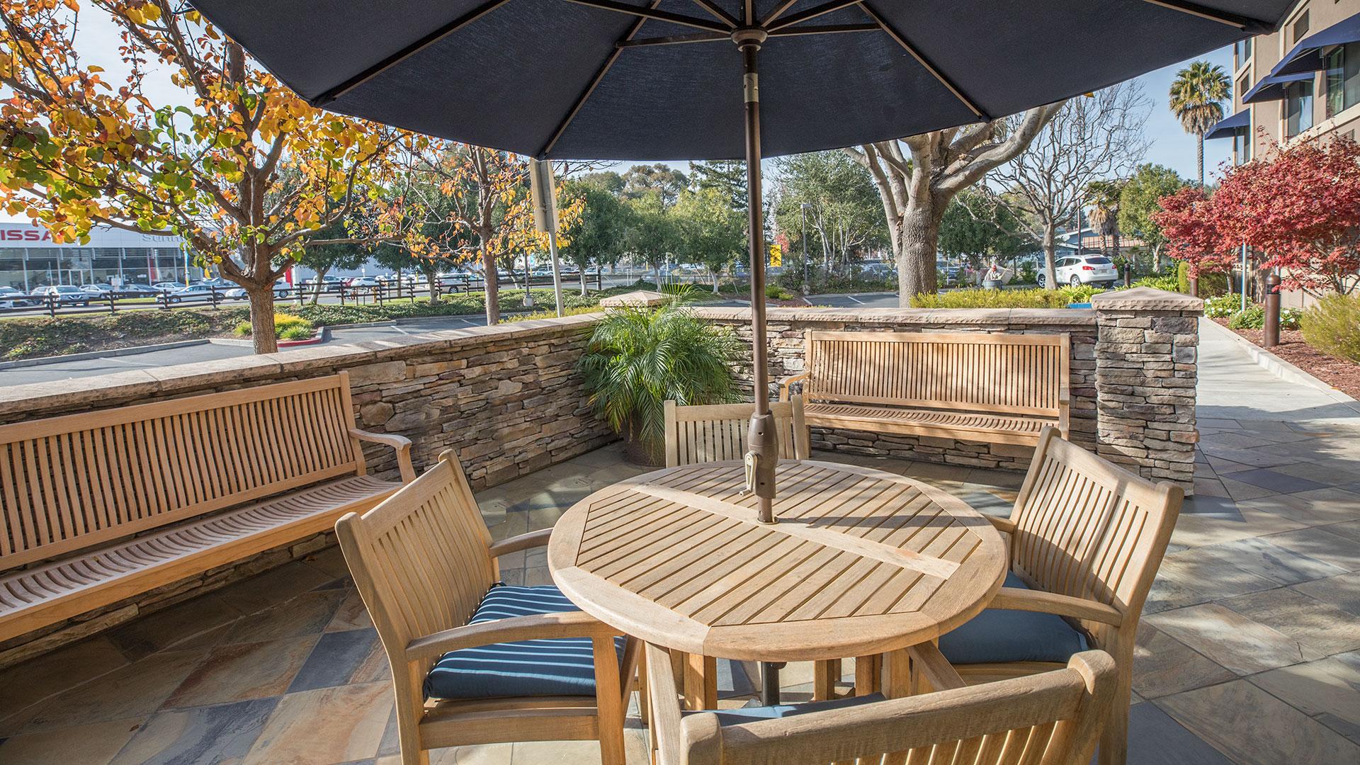 Maple Tree Inn Sitting Area